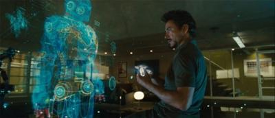 영화 아이언맨에서 슈트를 설계하기 위해 실제 슈트와 동일한 가상의 디지털 모델링 사용